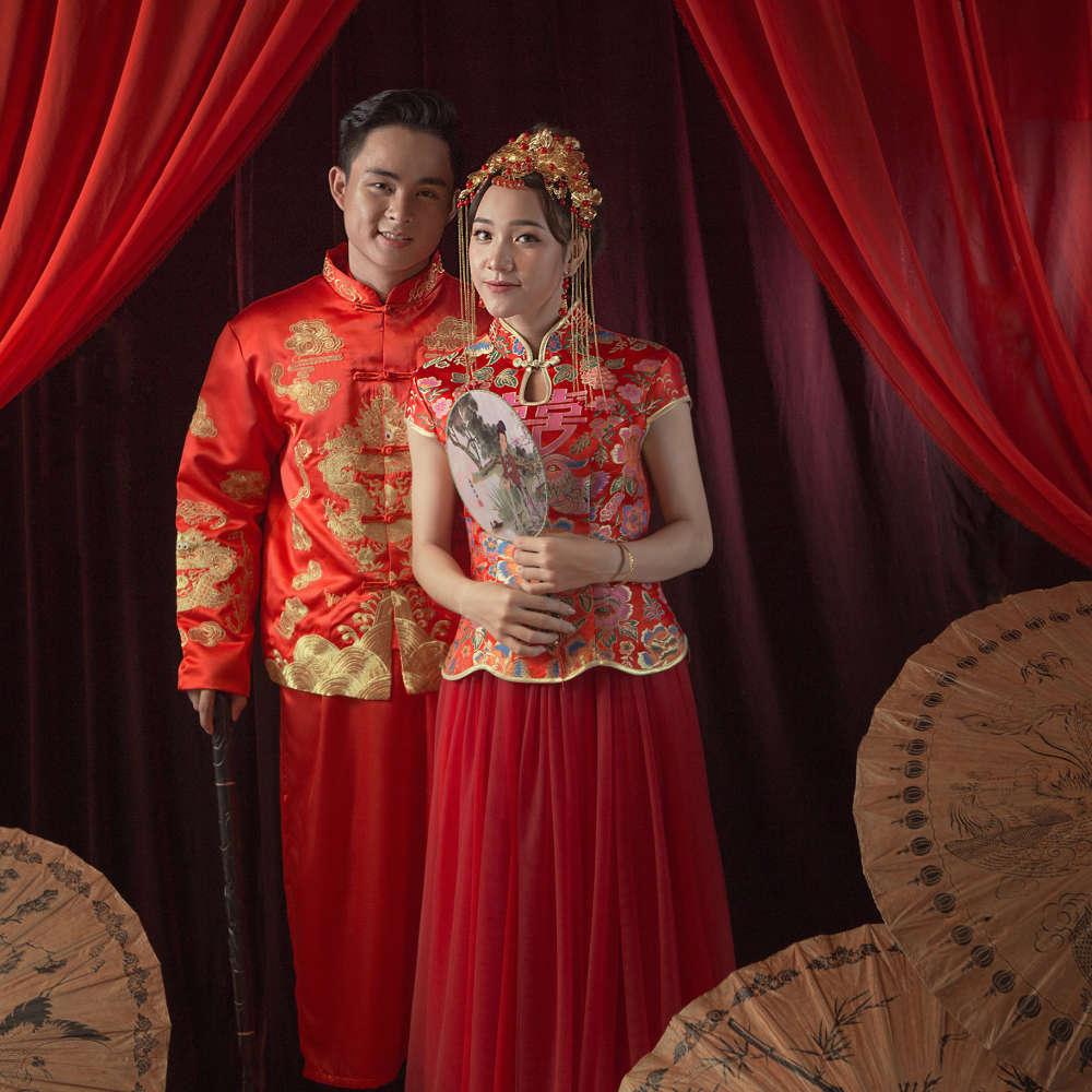 Chụp ảnh cưới với áo khoả Trung Hoa